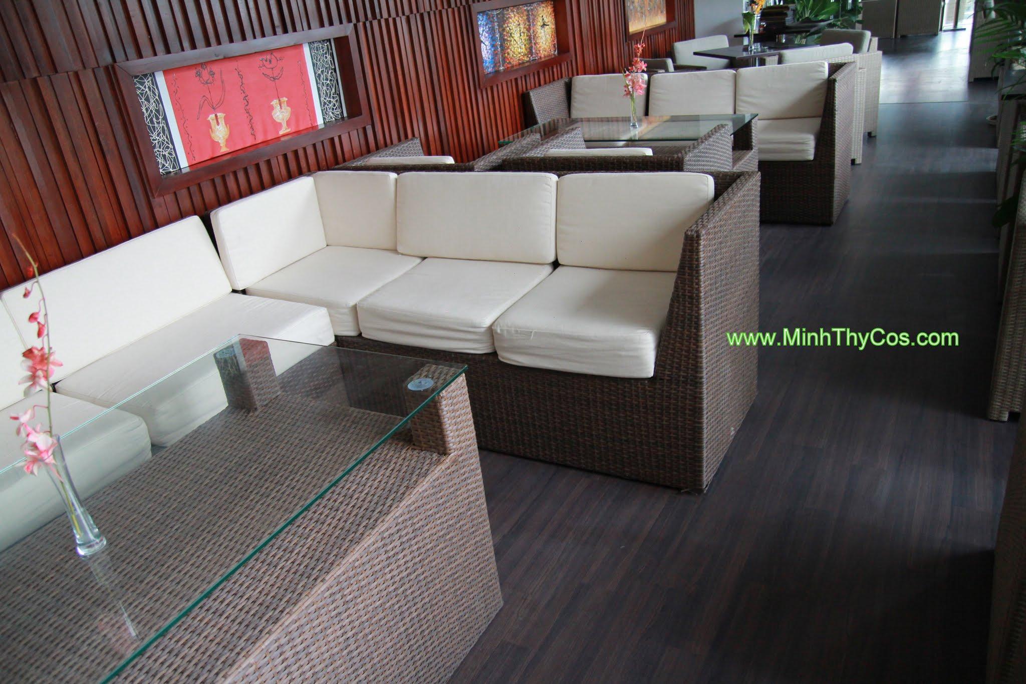 ghe bar may nhua Tai cafe SunOcean Da Nang