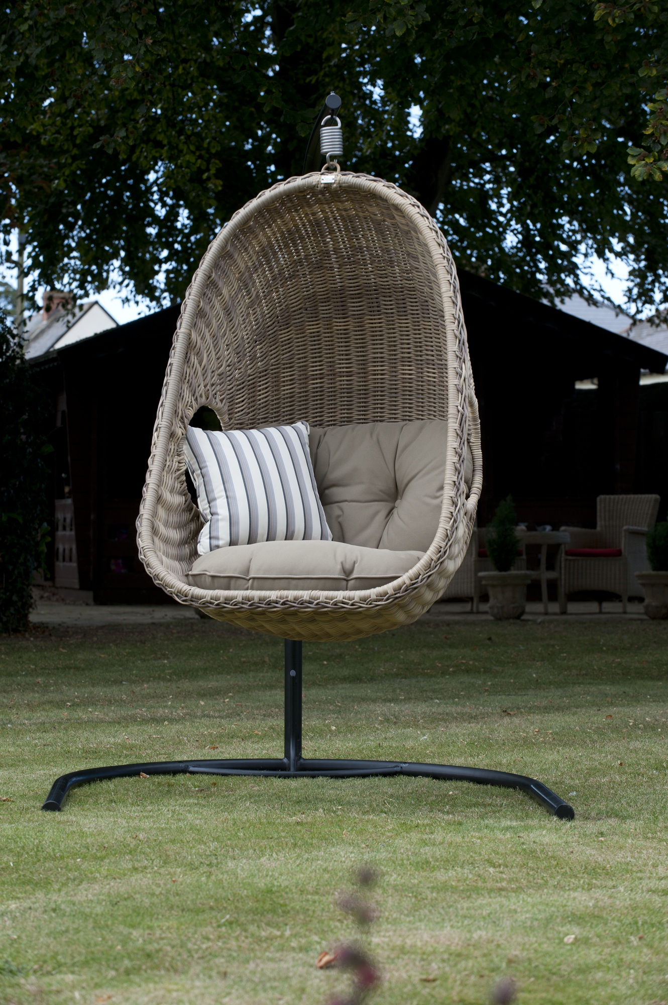 outdoor wicker swing chair fun and comfortable furniture. Black Bedroom Furniture Sets. Home Design Ideas