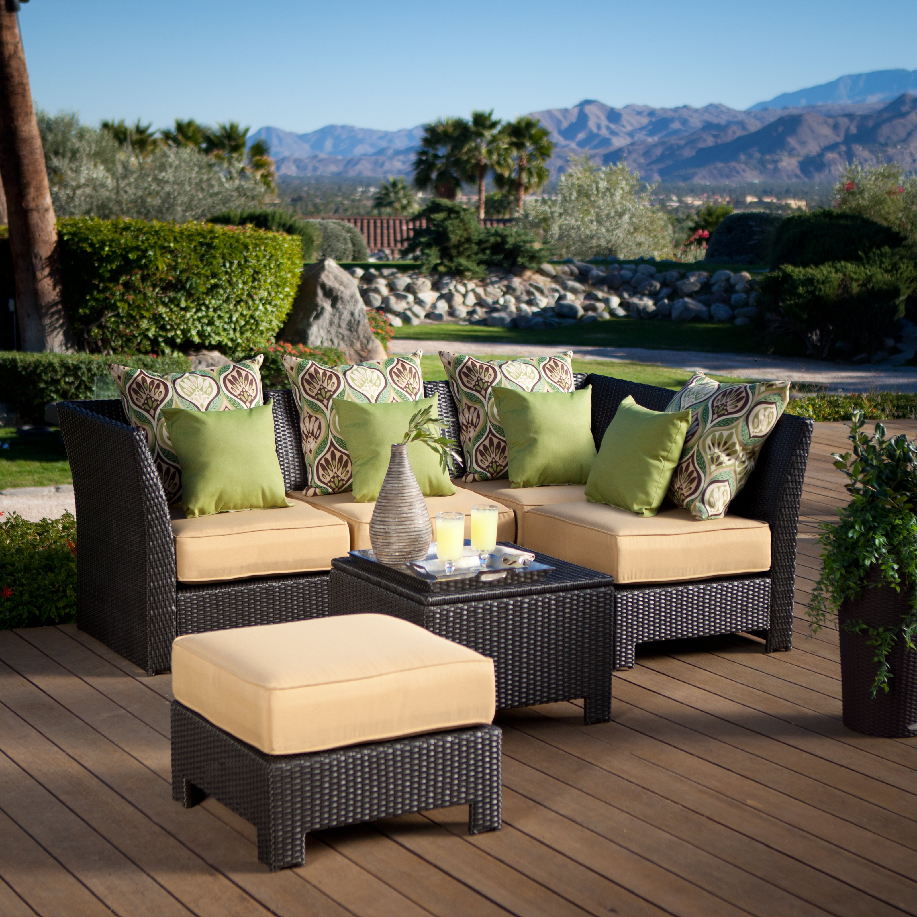 Why Resin Finished Wicker Outdoor Furniture Recommended