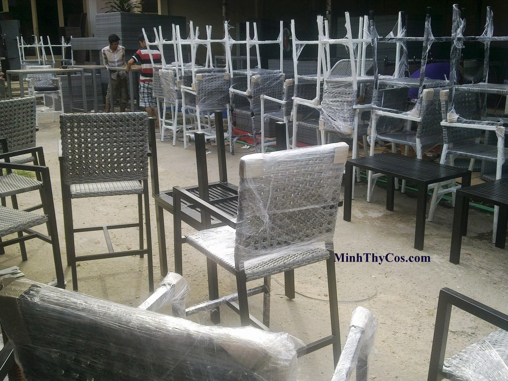 Outdoor wicker bar set