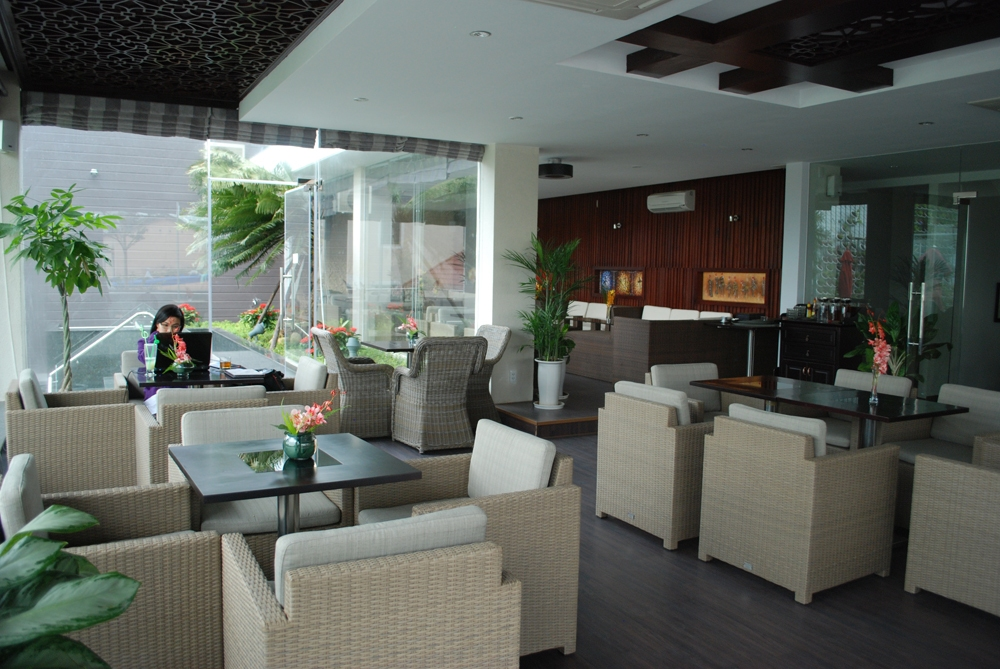 ghe cafe gia may san vuon tai cafe SunOcean Da Nang